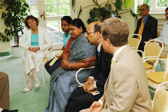 Die indische Gesundheitsministerin informierte sich über den Stand der Therapie, Ausbildung, Forschung und Qualitätskontrolle des Maharishi Ayurveda