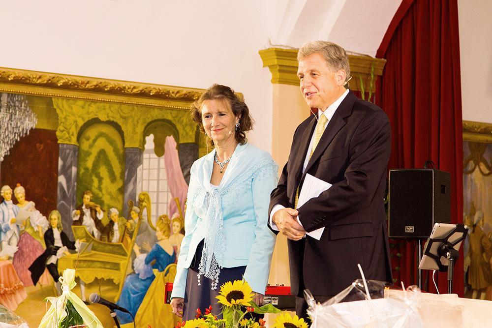 Ehepaar Pirc begrüßt seine Gäste