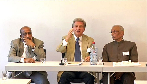 Lothar Pirc during a panel discussion at the EAA in Koblenz