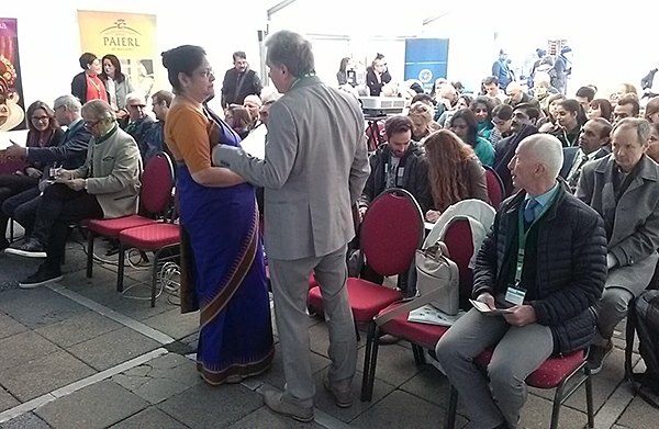 Lothar Pirc talking to the Ambassador of India to Austria, H.E. Ms. Renu Pall